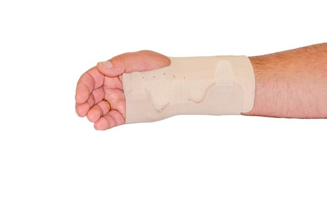 How to Care for a Broken Wrist at Home
