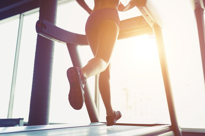 How to Lose 10 Pounds in a Month Using the Treadmill