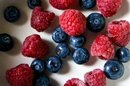 How to Freeze Raspberries and Blueberries Properly