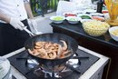 How to Cook Shrimp With a Wok