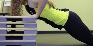 The Best Way to Get Better at Push-Ups for Wo…
