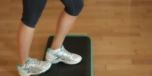 How to Stretch the Gastrocnemius & Soleus Mus…