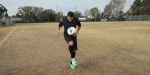 How to Juggle a Soccer Ball for Beginners