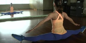 Full-Front Split Stretch Tutorial: How to Do …