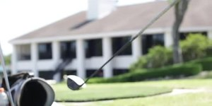 Should Golf Beginners Play With a Stiff Shaft…