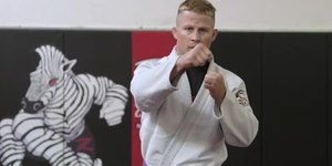 Differences Between Karate & Jiu-Jitsu Gi