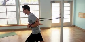 How to Use Rubber Tubes for a Workout