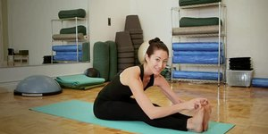 Ways to Stretch With a Hyperextended Knee