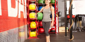 10 Medicine-Ball Moves to Whittle Your Waistl…