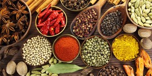 11 Healthiest Spices (& How to Add Them to Yo…