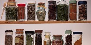 Top 10 Pantry Essentials for a Plant-Based Di…