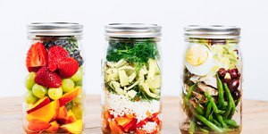 10 Mason Jar Salads That Will Make Your Co-Wo…