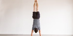 7 Simple Yoga Poses to Prep You for Handstand…