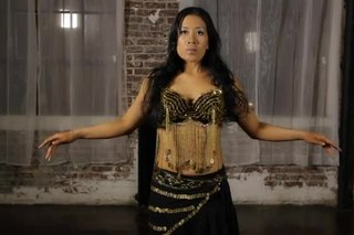How to Keep Your Upper Body Straight While Belly Dancing