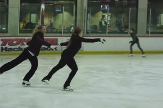 Alignment of Hips When Doing Crossovers in Figure Skating