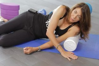 Stretches for Opening Your Shoulder With a Foam Roller