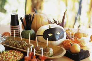 10 Halloween Party Snacks That Won't Haunt Your Diet