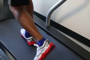 How Many Miles to Walk to Lose Weight on a Treadmill?