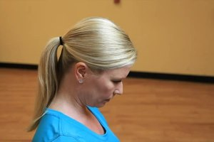 How to Keep Your Neck Straight When You're Doing Neck N…