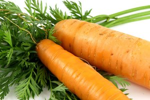 How to Rub Carrot Juice on Acne Scars