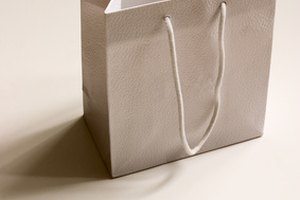 Advantages of Paper Bags vs. Plastic Bags