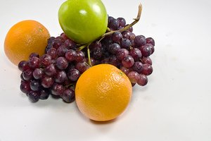 What Are the Benefits of Apples, Oranges & Grapes?