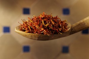 How to Take Saffron and Vitamins