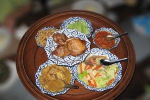 How to Eat Healthy Thai Food While Eating Out