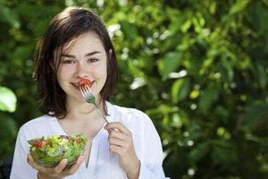 How Many Calories Should a 14-Year-Old Eat in a Day?