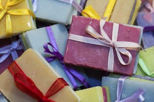 How to Make Homemade Soap From Olive Oil, Coconut Oil &…
