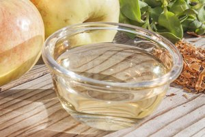 What Is the Difference Between Cider Vinegar & Apple Ci…