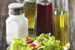 What Are the Benefits of White Wine Vinegar?