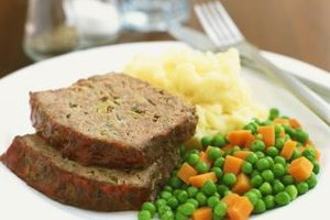 How to Make Meatloaf With Just Ground Beef & Spices