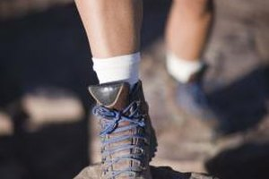 Signs & Symptoms of a Pulled Tendon in Foot When Walkin…