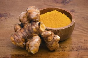 What Is the Difference Between Curry & Turmeric?
