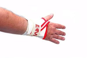 How to Treat a Wrist Injury From Weight Lifting