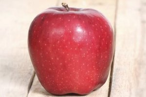 How Many Calories Are in a Red Delicous Apple?