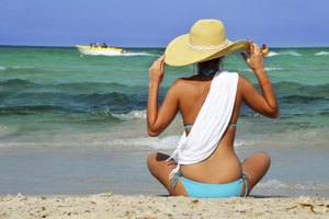 How to Hide the Stretch Marks in a Bathing Suit