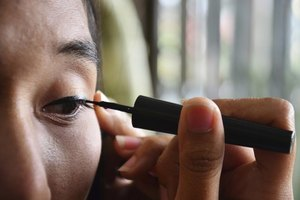 How to Get Liquid Eyeliner off Clothes