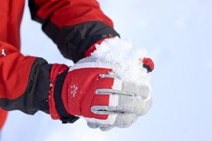 What Are the Warmest Ski Gloves?