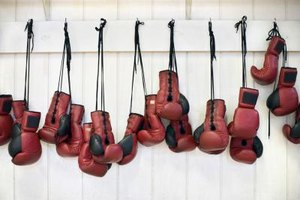 What Weight of Gloves Are Used in a Professional Heavyw…