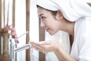 How to Treat a Sudden Acne Breakout