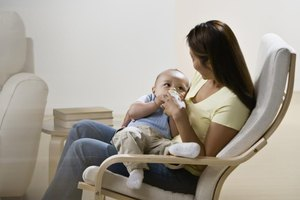 How to Feed a Baby Breast Milk During the Day and  Form…
