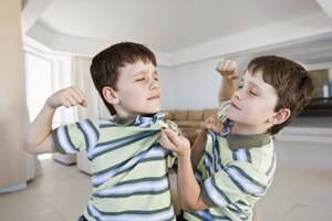 How to Stop Your Children From Hitting Each Other & Fig…