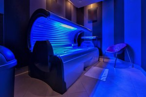 How to Protect Hair While in a Tanning Bed
