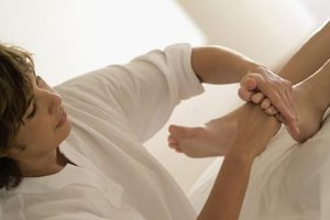 How to Massage Feet to Relieve Aches