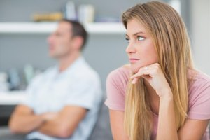 Do Men & Women Use Nonverbal Communication Differently?