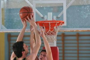 What Are Some Advanced Basketball Moves When Driving to…