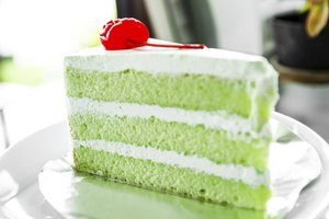 How to Make a Cake Soft and Moist Without the Cake Fall…