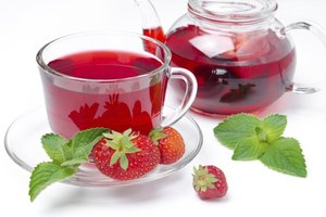 What Are the Benefits of Strawberry Tea?